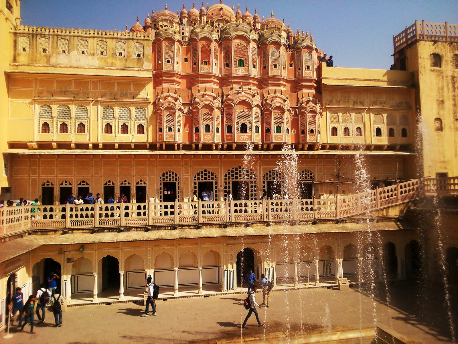 hawa mahal Book now for our 100% lowest price guarantee and save up to $99 on over 133 udaipur district hotels near hawa mahal find the top hotels with no cancelation fees at travelocity.
